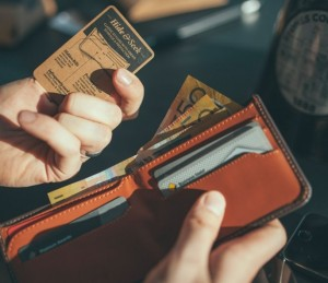 bellroy-hide-seek-open-euros